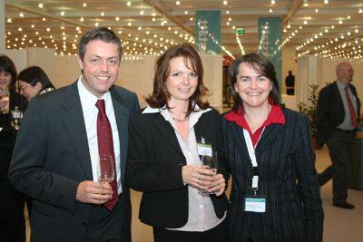 Gaby Nitsch die Projektleiterin (Mitte) mit Wolfgang Fänderl und Johanna Brühl (Kongresskonzeption und -moderation)