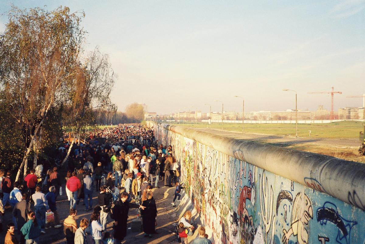 Am 11.11. waren die Berliner auf den Beinen. Hier auf dem Weg zum Potsdamer Platz mit Blick zum Brandenburger Tor.
