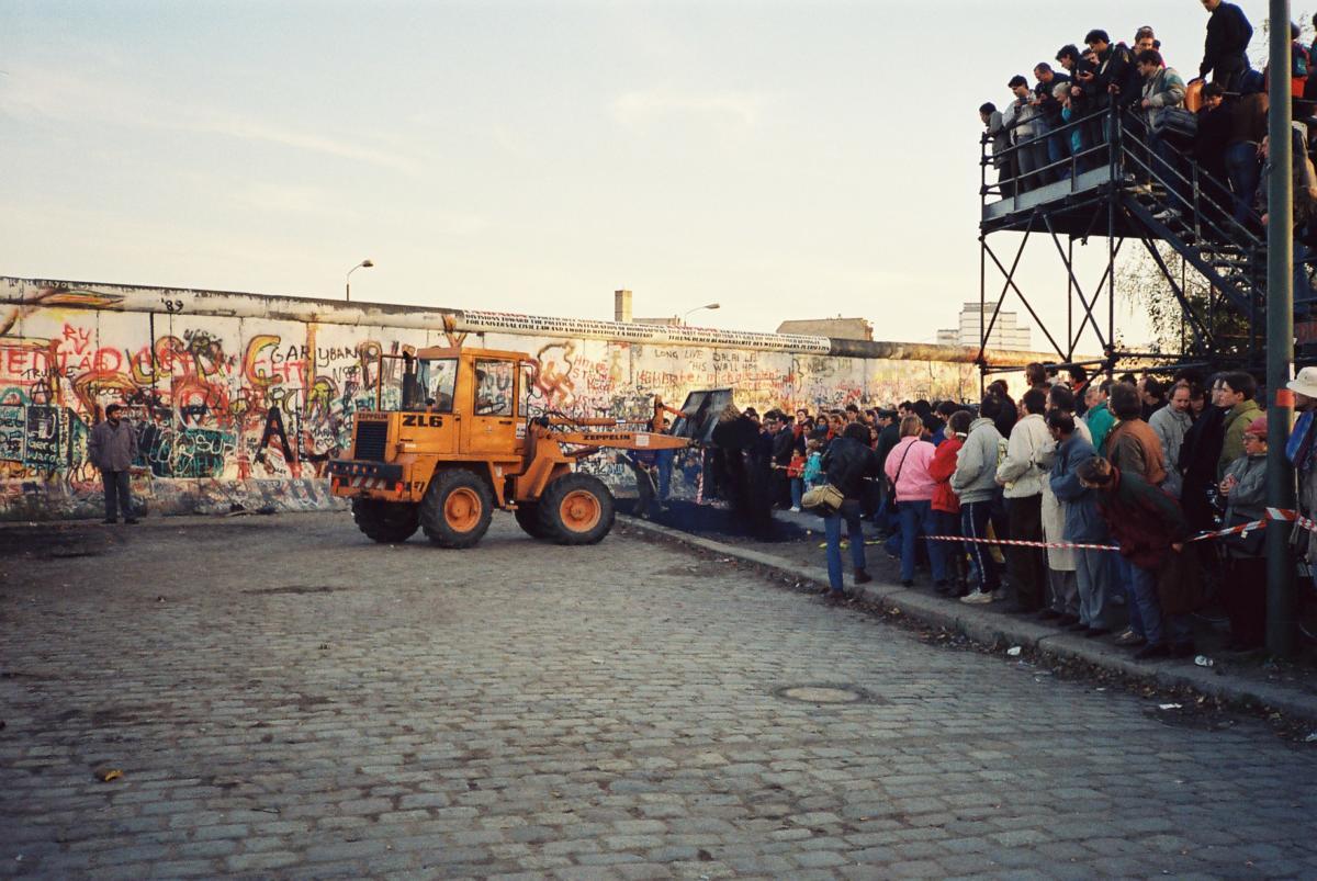 Am Potsdamer Platz sollte am nächsten Tag der erste große Übergang für Berliner eröffnet werden.